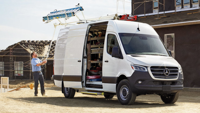 New Mercedes-Benz Sprinter Exterior image 2